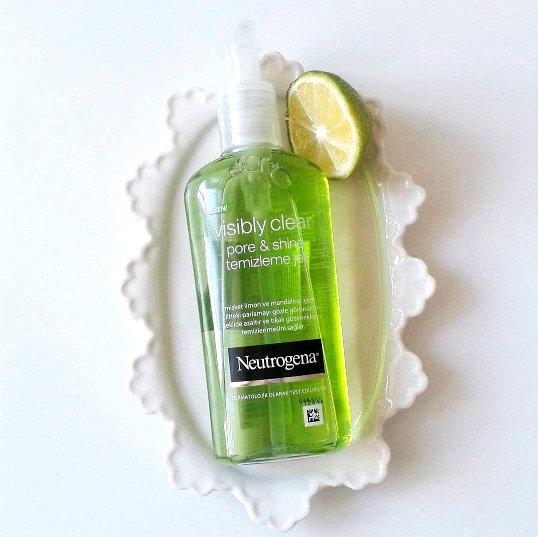 Sữa rửa mặt Neutrogena visibly clear pore & shine daily wash 200ML